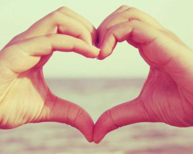 رمزيات حب قلب باليدين Love صور رمزيات حالات خلفيات عرض واتس اب